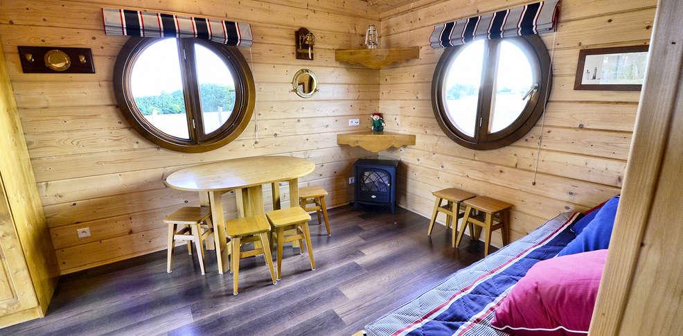 le domaine des tuileries salins france. Black Bedroom Furniture Sets. Home Design Ideas