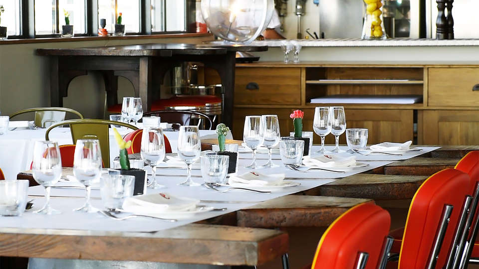 L'Ermitage Hôtel Cuisine-à-manger - EDIT_rest4.jpg