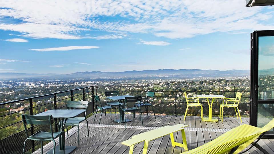 L'Ermitage Hôtel Cuisine-à-manger - EDIT_terrace6.jpg