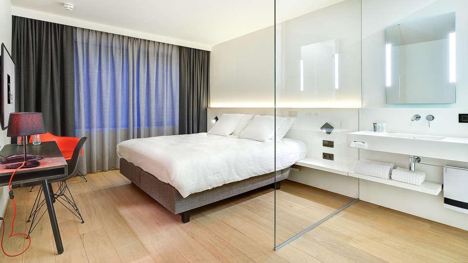R hotel experiences - Edit_Room.jpg