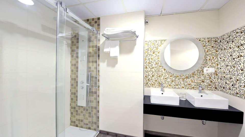 Hotel Salobreña suites - EDIT_NEW_BATHROOM3.jpg