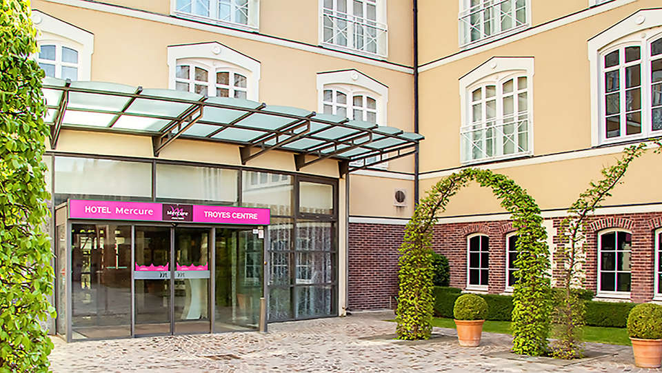 Mercure Troyes Centre - EDIT_entrance.jpg