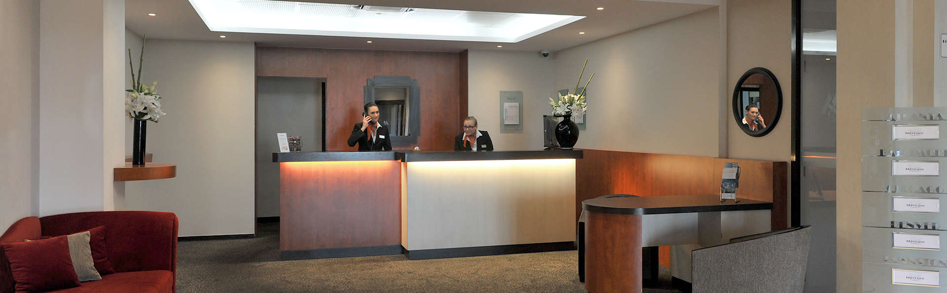 Mercure Maurepas St-Quentin - EDIT_Reception.jpg