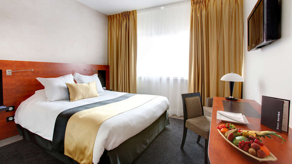 Mercure Maurepas St-Quentin - EDIT_Room.jpg