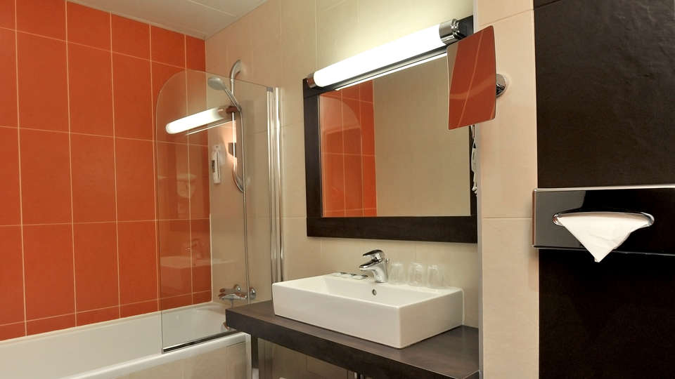 Mercure Maurepas St-Quentin - EDIT_Room5.jpg
