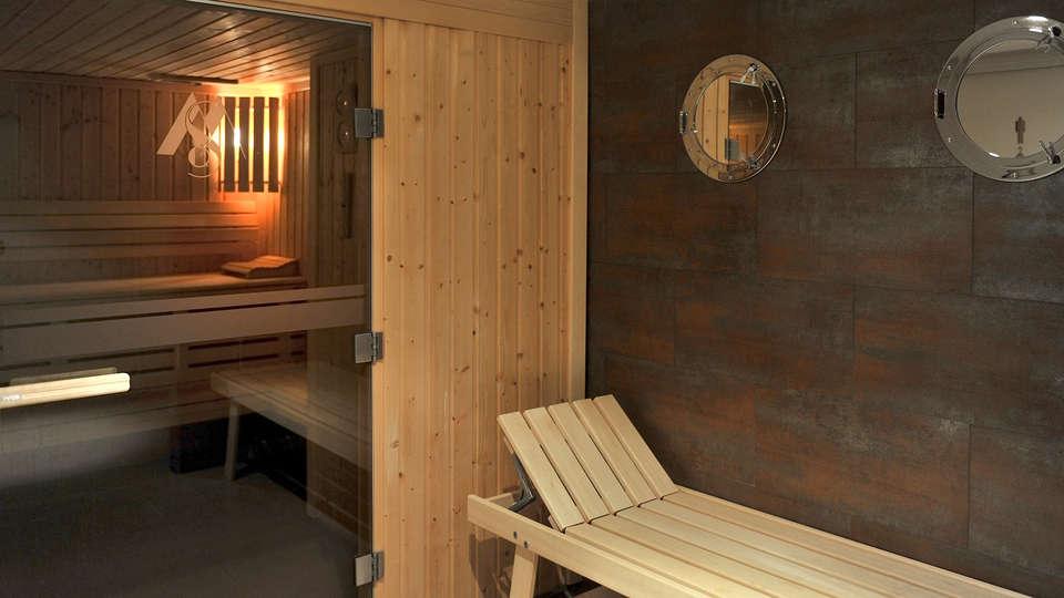 Mercure Maurepas St-Quentin - EDIT_Sauna.jpg