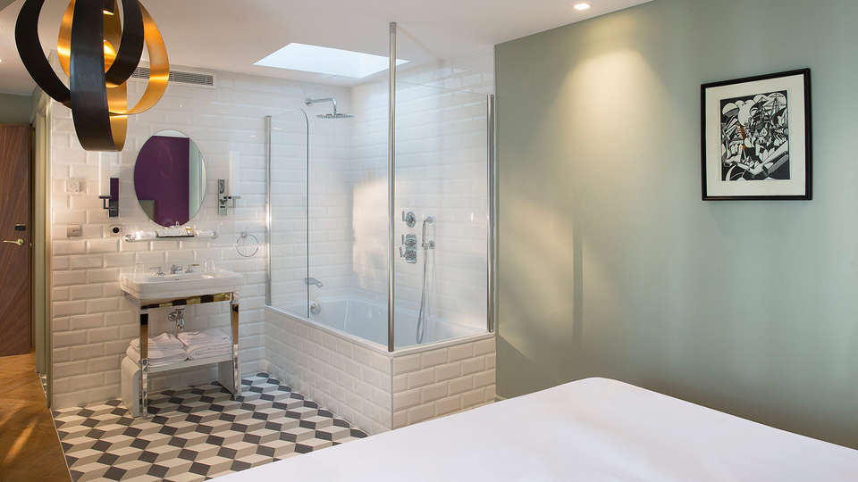 Monsieur Cadet Hôtel & Spa - EDIT_bathroom.jpg