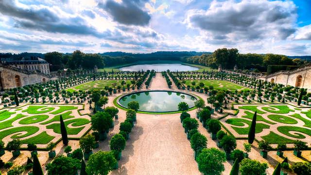 Descubre el Palacio de Versalles con alojamiento a las puertas de París