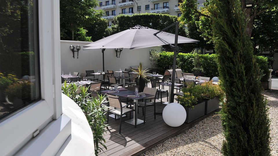 Mercure Paris Saint-Cloud Hippodrome - edit_terrace1.jpg
