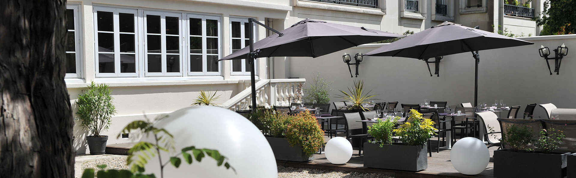 Mercure Paris Saint-Cloud Hippodrome - edit_terrace.jpg