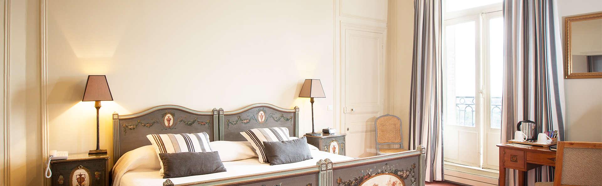 Pavillon Henri IV - EDIT_room-_12_.jpg