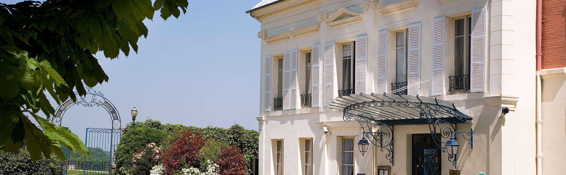 Pavillon Henri IV - EDIT_facade.jpg