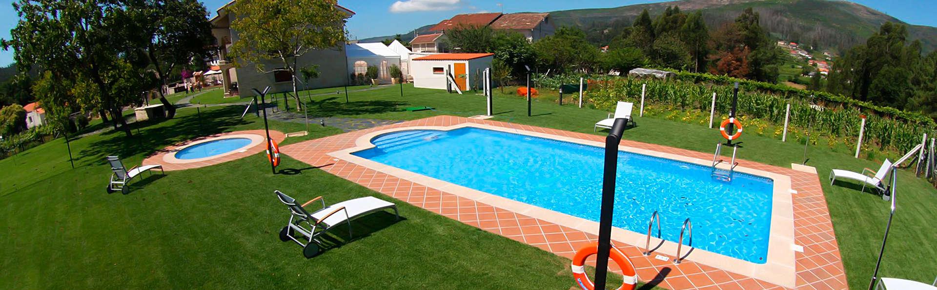 Hotel Rural Campaniola - edit_pool1.jpg