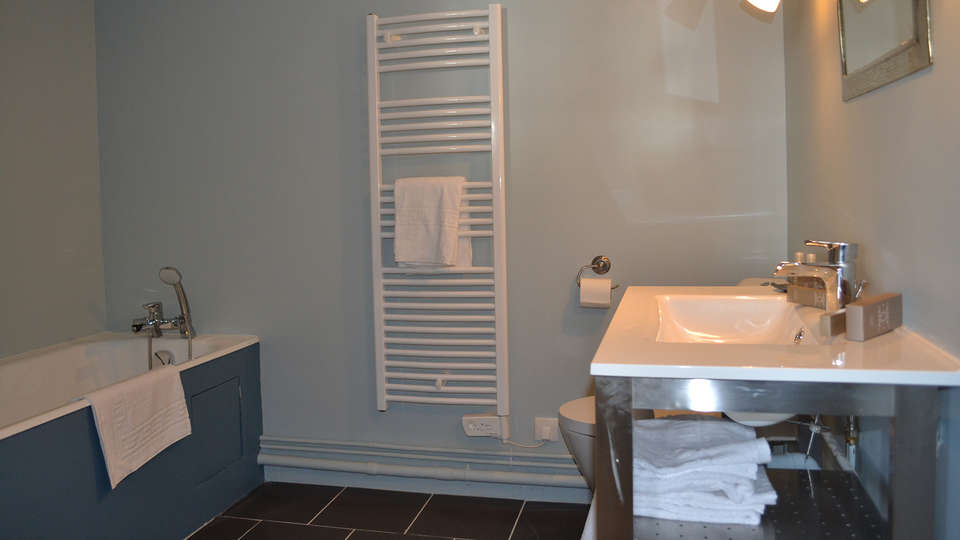 Relais de la Mothe - edit_bathroom2.jpg