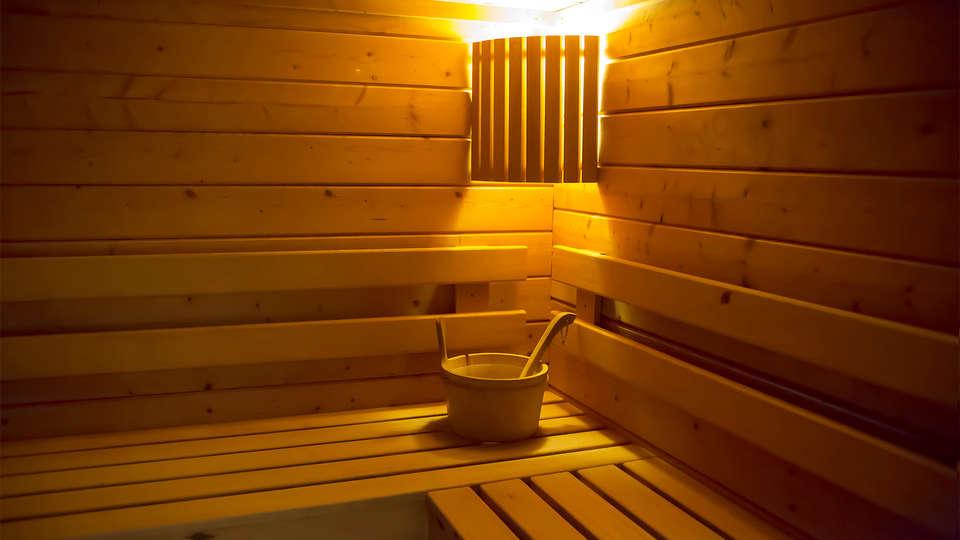 Radisson Blu Toulouse Airport - EDIT_sauna.jpg