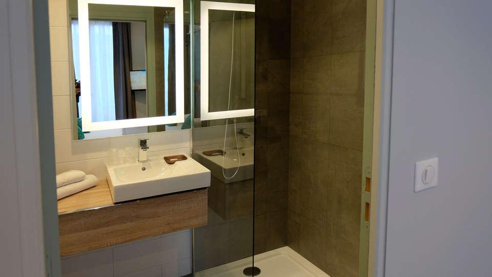 Grand Hôtel de Clichy - edit_standard_bathroom.jpg