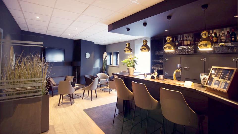 Best WesternGolden Anchor Hotel - EDIT_Lounge.jpg
