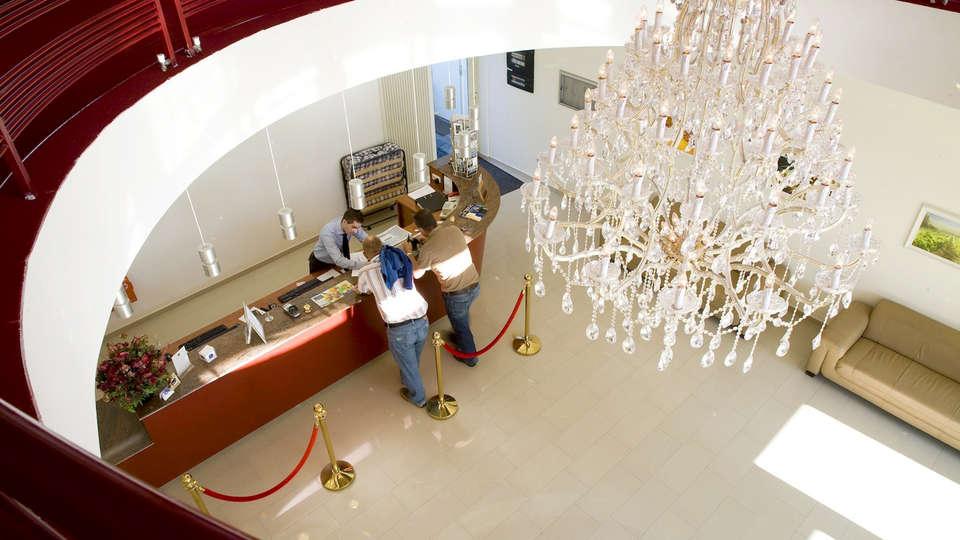 Best Western Hotel Slenaken - EDIT_Reception.jpg