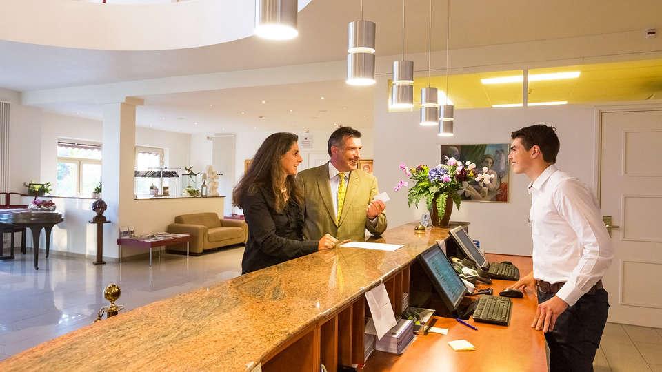 Best Western Hotel Slenaken - EDIT_Reception1.jpg
