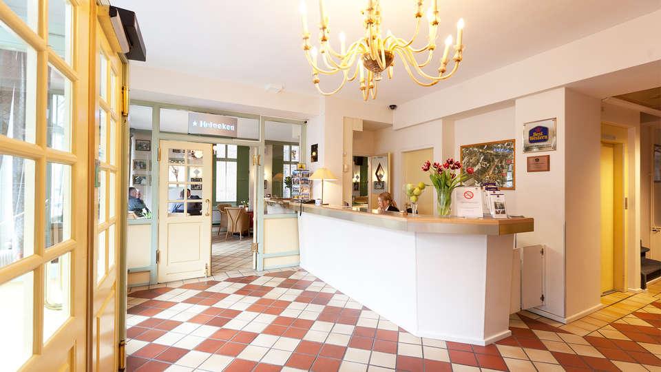 Best Western Museumhotels Delft - EDIT_reception.jpg
