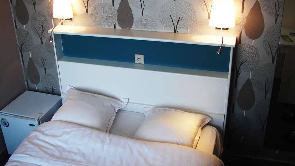 Cajou Hotel - EDIT_room.jpg