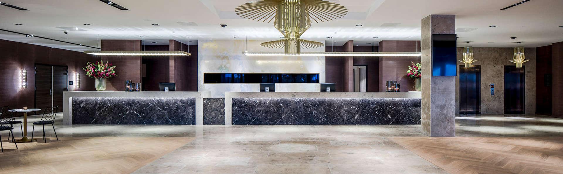 Van der Valk Hotel Enschede - Edit_Reception.jpg
