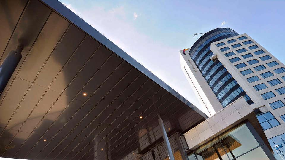 Van der Valk Hotel Tiel - Edit_Front2.jpg