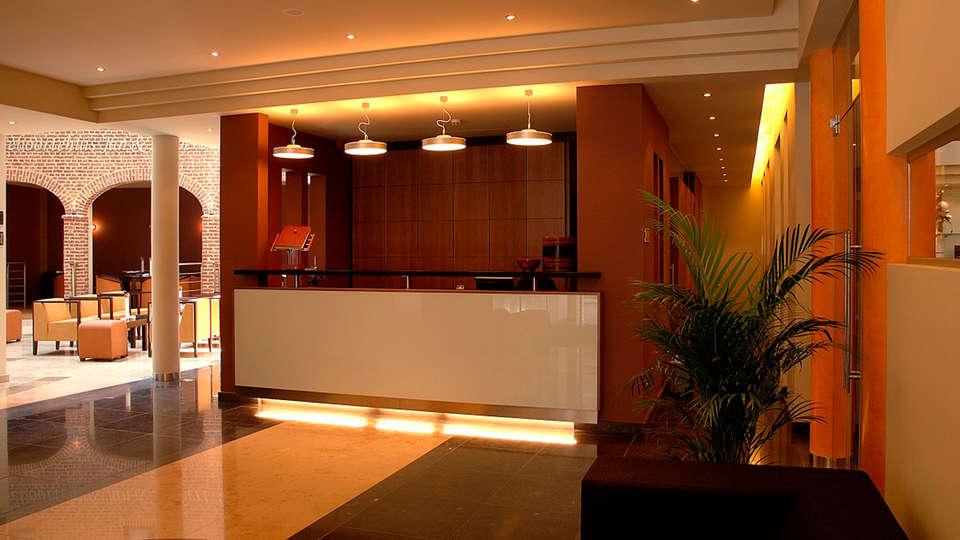 Van Eyck Hotel  - edit_reception.jpg