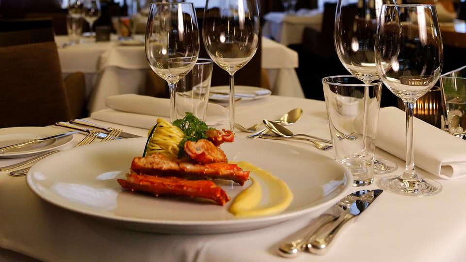 Van Eyck Hotel  - edit_restaurant2.jpg