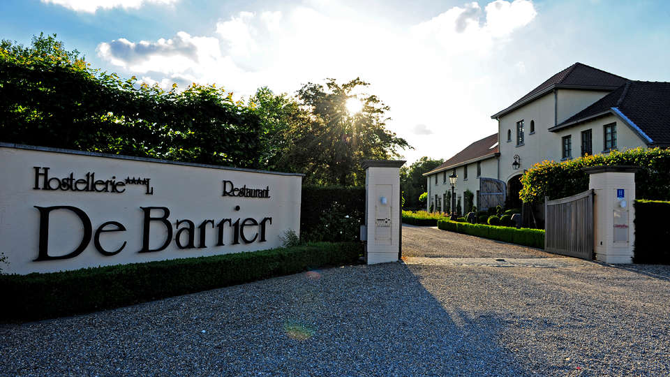 De Barrier - Different Hotels - EDIT_front.jpg
