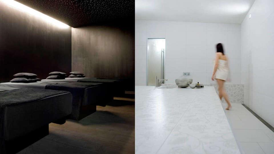 De Barrier - Different Hotels - EDIT_spa.jpg