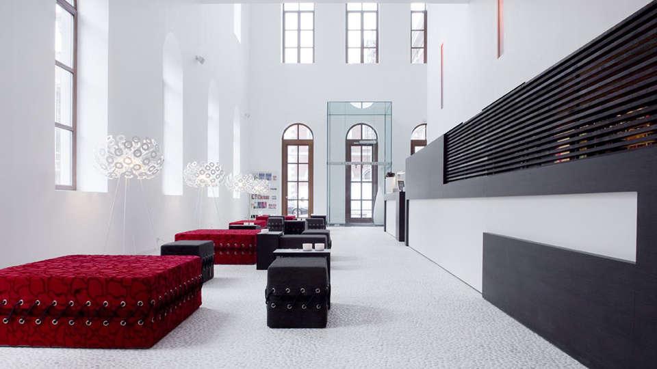 Eburon Hotel - Different Hotels - EDIT_reception1.jpg