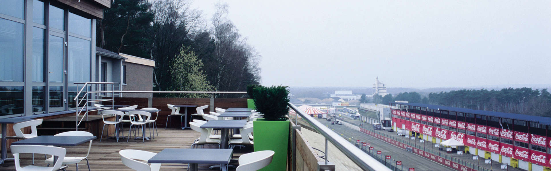 De Pits Hotel - EDIT_terrace.jpg