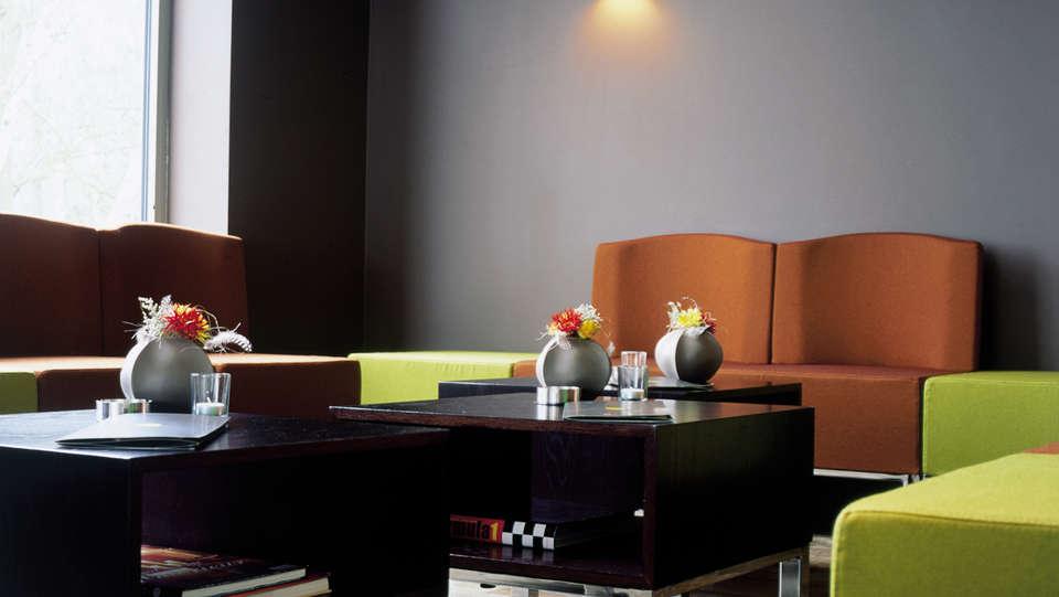 De Pits Hotel - EDIT_lounge.jpg