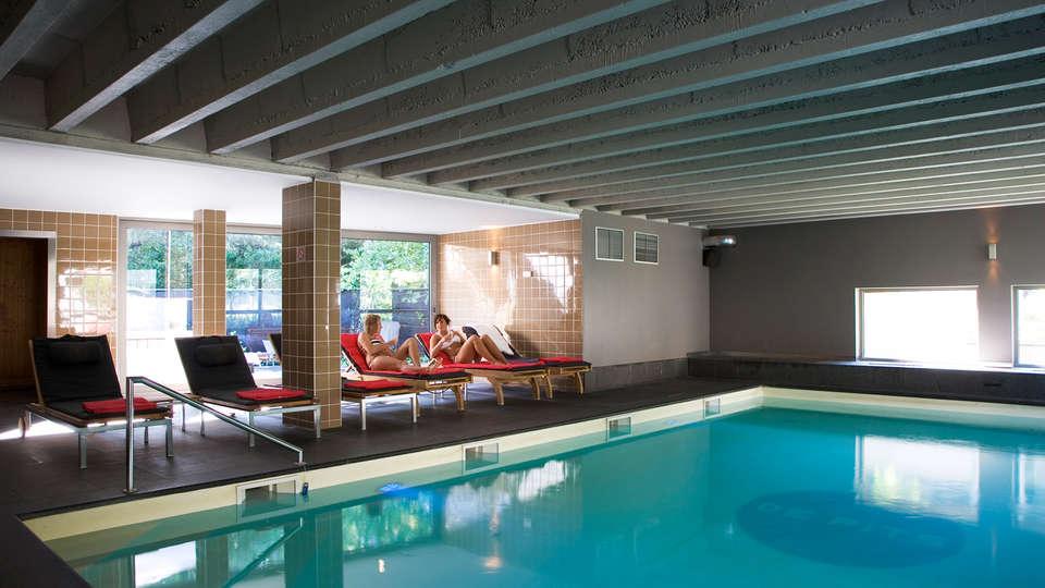 De Pits Hotel - EDIT_pool.jpg