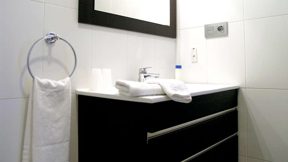 Apartamentos Aixa II - Edit_Bathroom4.jpg