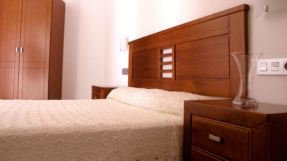 Apartamentos Aixa II - Edit_room.jpg