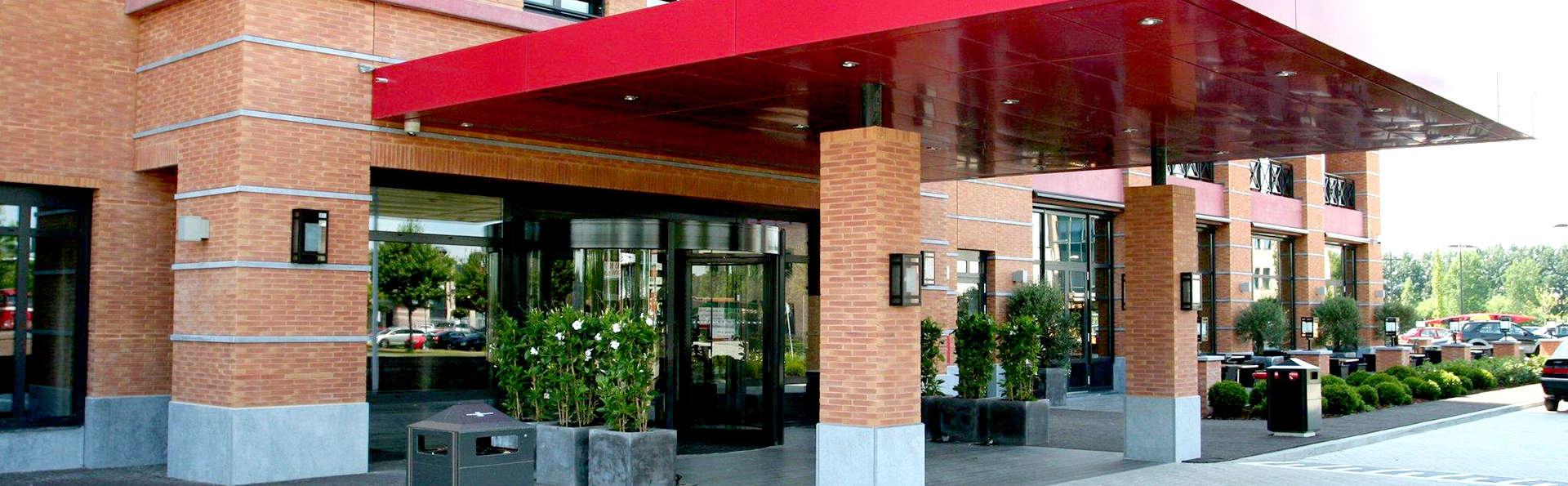 Van der Valk Hotel Houten - Utrecht - Edit_Entrance.jpg