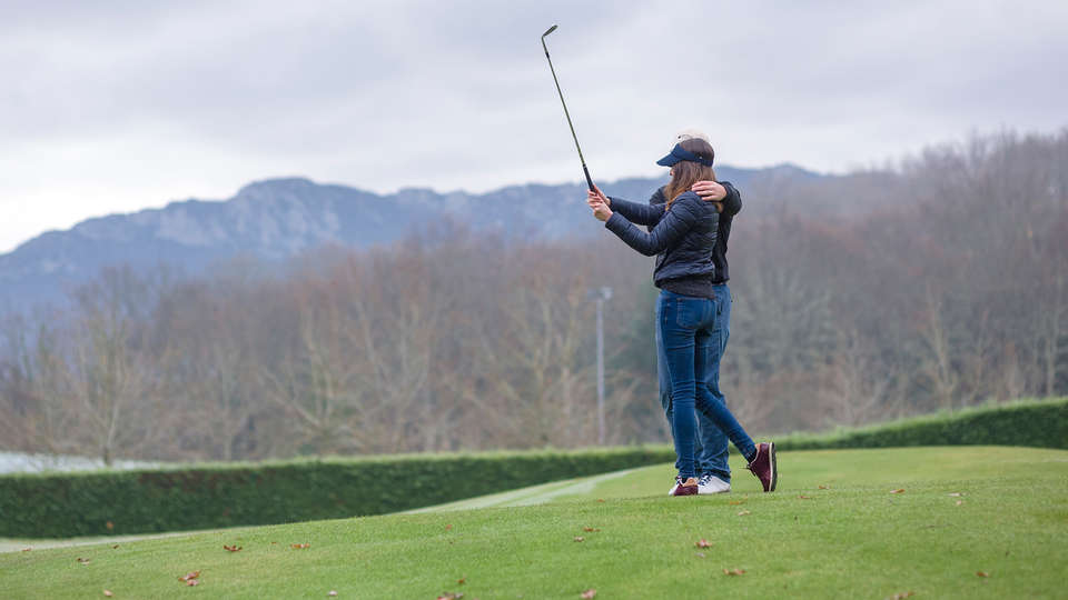 Zenit Jardines de Uleta Suites - Edit_AC-Izki-Golf3.jpg