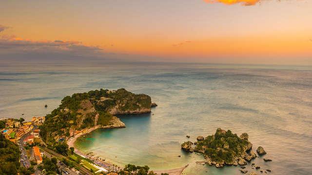Séjournez à Taormina dans un élégant 4 * surplombant la mer