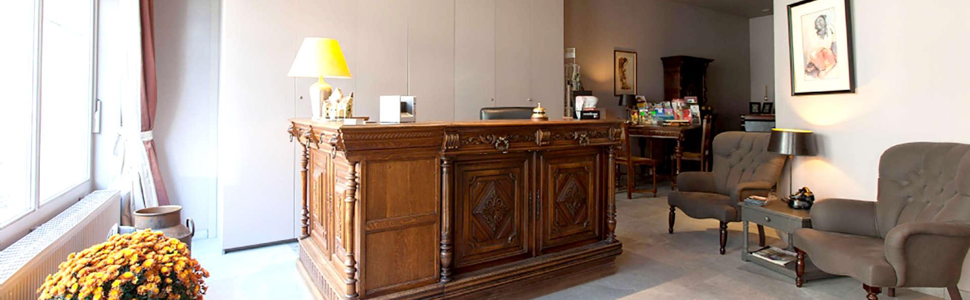 Hotel Boterhuis - Edit_Reception.jpg
