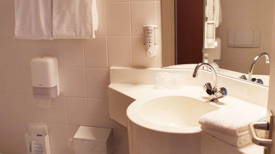 Fletcher Hotel-Restaurant Boschoord - EDIT_bath2.jpg