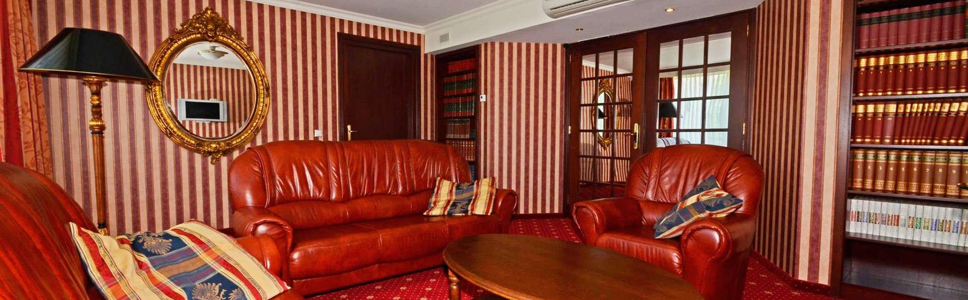 Fletcher Wellness-Hotel De Hunzebergen - EDIT_lobby1.jpg