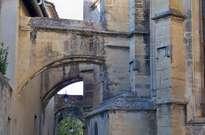 Église Saint-Michel de Caderousse -