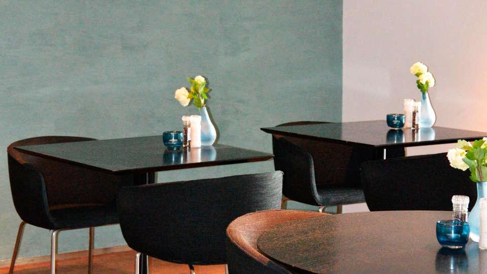 Fletcher Hotel-Restaurant Elzenduin - EDIT_bar.jpg