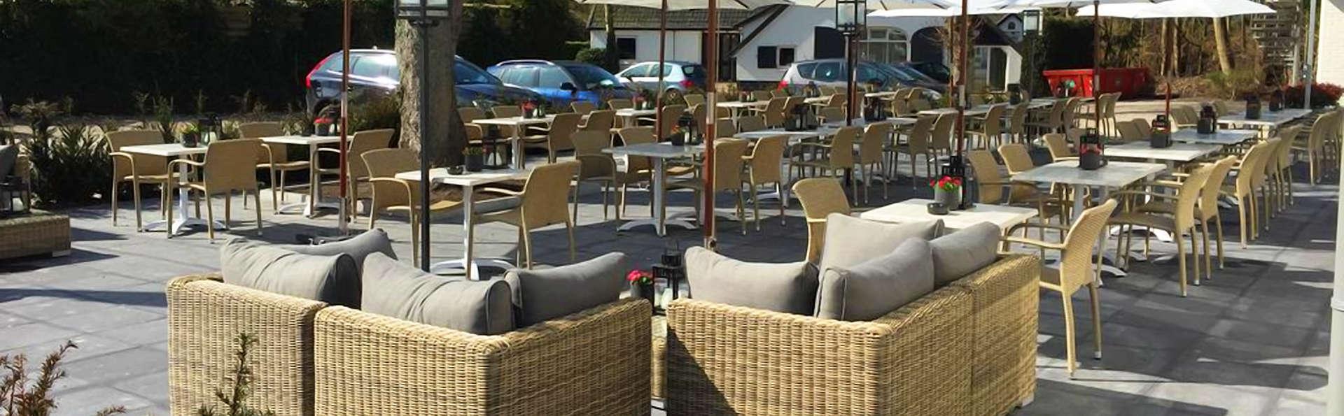 Fletcher Hotel-Restaurant Het Veluwse Bos - EDIT_Terrace.jpg
