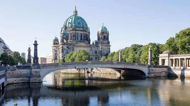 Descubre el corazón de Berlín surcando las aguas del Spree
