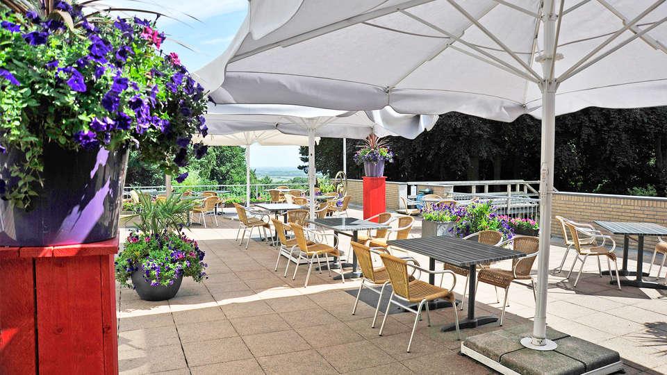 Fletcher Parkhotel Val Monte - EDIT_terrace3.jpg