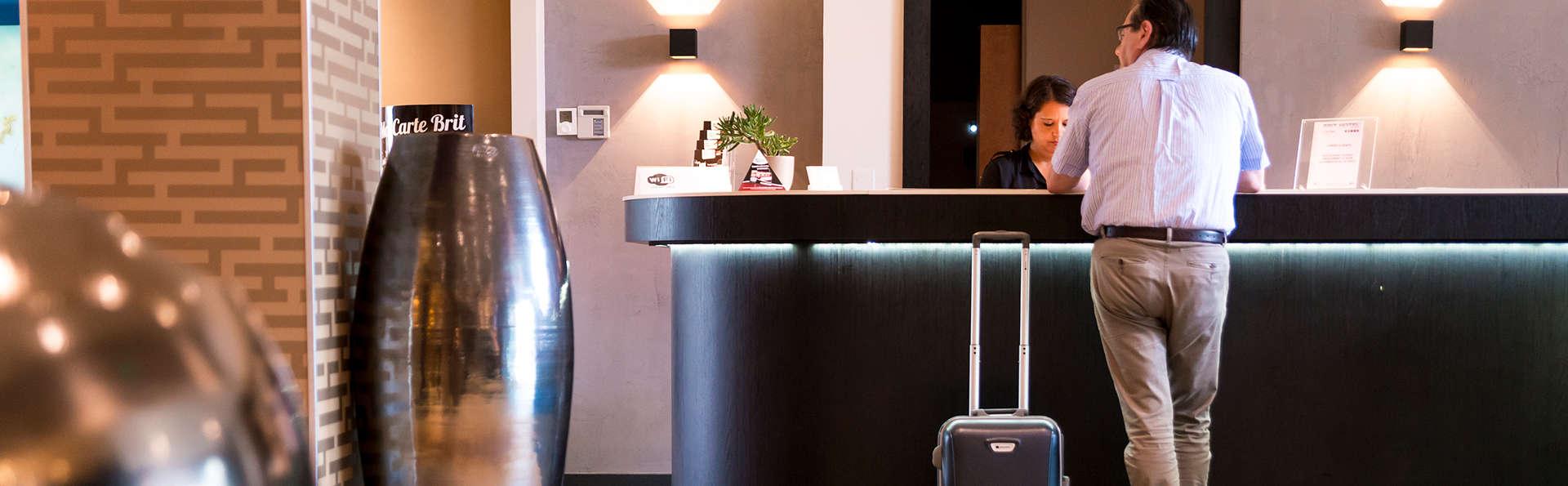 Brit Hôtel Saint-Brieuc - Edit_Reception.jpg