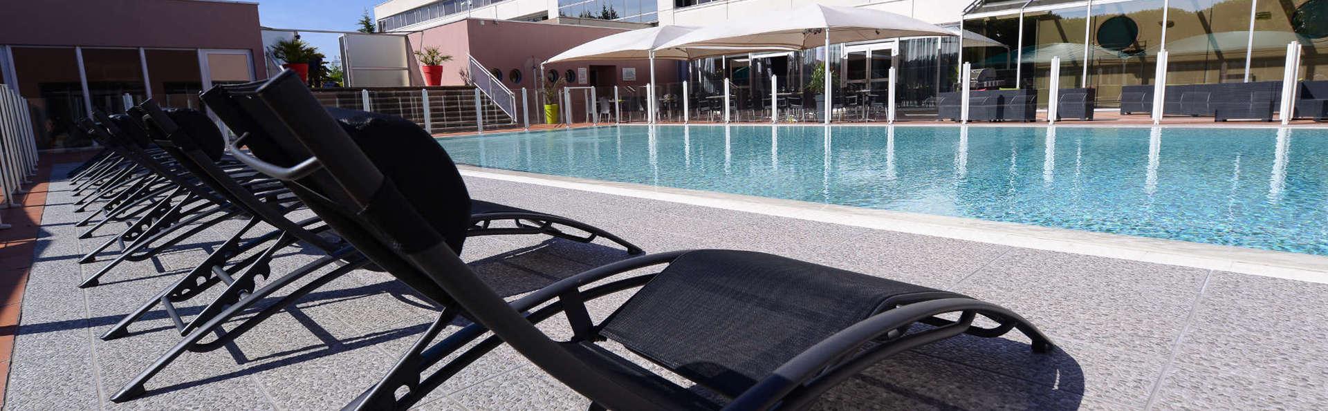 Best Western Plus Hôtel Admiral - EDIT_pool1.jpg